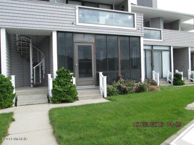 383 Spinnaker Drive #5, Pentwater, MI 49449 (MLS #18050660) :: Deb Stevenson Group - Greenridge Realty