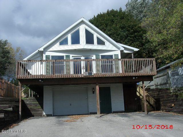 11051 Crooked Lake Drive NE, Rockford, MI 49341 (MLS #18050854) :: Deb Stevenson Group - Greenridge Realty