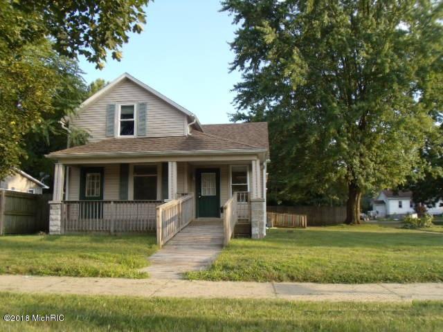 1104 Lake Street, Niles, MI 49120 (MLS #18051454) :: Deb Stevenson Group - Greenridge Realty