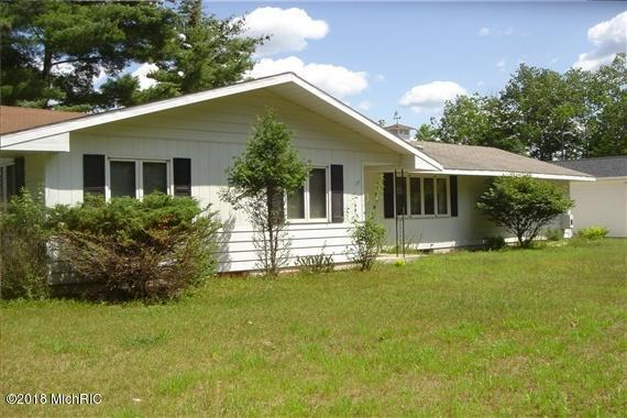704 N River Street, Evart, MI 49631 (MLS #18052423) :: JH Realty Partners