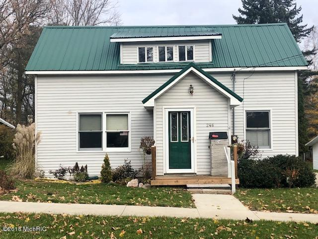 246 W Osceola Avenue, Reed City, MI 49677 (MLS #18054309) :: Matt Mulder Home Selling Team