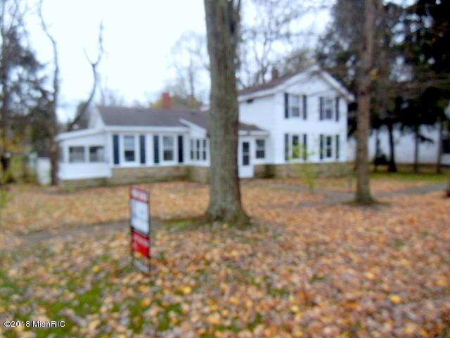 330 E James Street, Lawrence, MI 49064 (MLS #18054467) :: Matt Mulder Home Selling Team