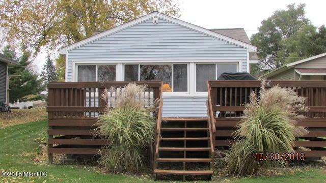 2918 Lake Avenue, Osseo, MI 49266 (MLS #18054489) :: Matt Mulder Home Selling Team