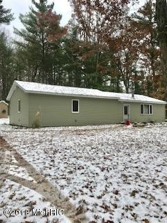 7600 N West County Line Road, Howard City, MI 49329 (MLS #18055696) :: Deb Stevenson Group - Greenridge Realty
