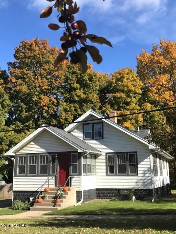 149 S Church Street, Coloma, MI 49038 (MLS #18056028) :: Deb Stevenson Group - Greenridge Realty