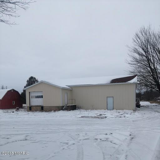 6529 W 44th Street, Fremont, MI 49412 (MLS #18056527) :: Deb Stevenson Group - Greenridge Realty