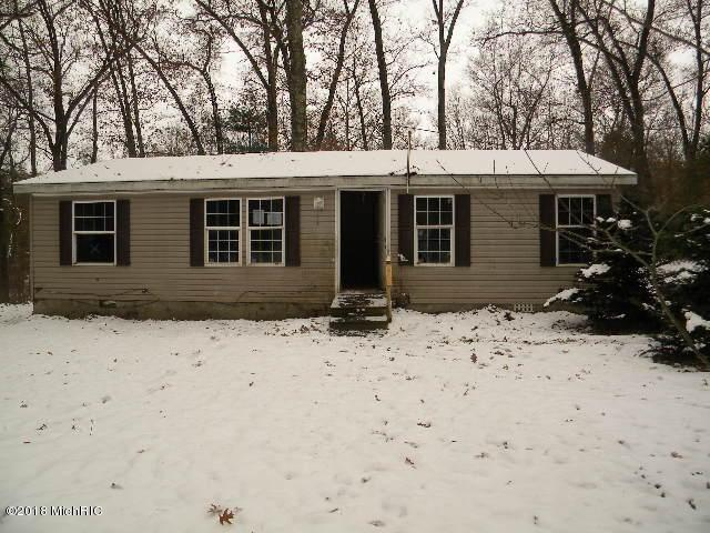 7499 S Forest Glen Drive, Rothbury, MI 49452 (MLS #18057394) :: Deb Stevenson Group - Greenridge Realty