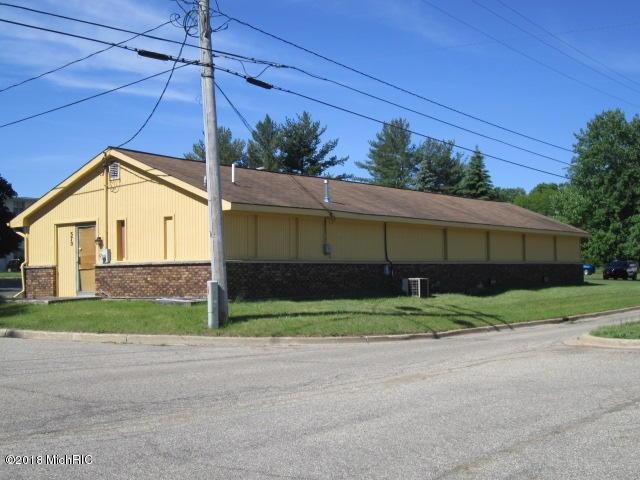 570 Admiral Avenue, Springfield, MI 49037 (MLS #18057557) :: Matt Mulder Home Selling Team