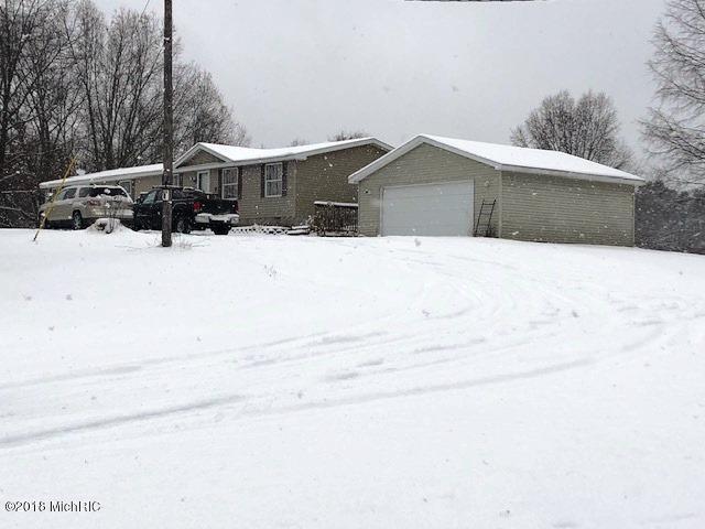 4671 S Deer Lake Road, Reed City, MI 49677 (MLS #18057619) :: Matt Mulder Home Selling Team