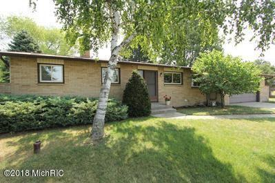 4636 Hunsberger Avenue NE, Grand Rapids, MI 49525 (MLS #18057866) :: Deb Stevenson Group - Greenridge Realty
