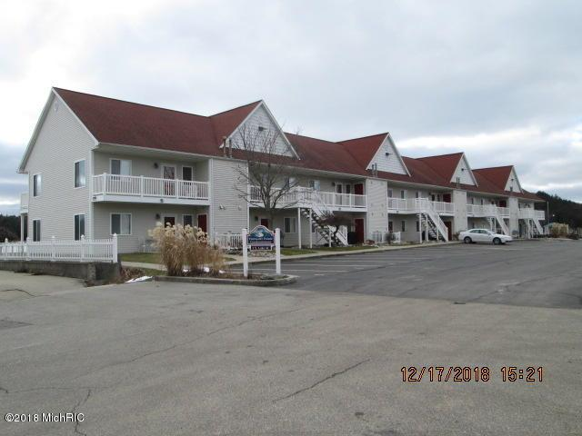 1 E Lake Street #10, Pentwater, MI 49449 (MLS #18058528) :: Matt Mulder Home Selling Team