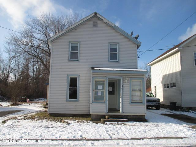 126 S Oak Street, Evart, MI 49631 (MLS #18058717) :: JH Realty Partners