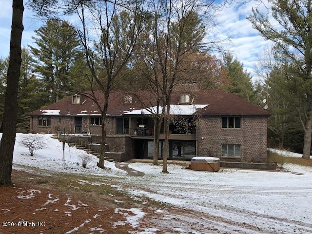 6142 220th, Stanwood, MI 49346 (MLS #18058719) :: Matt Mulder Home Selling Team