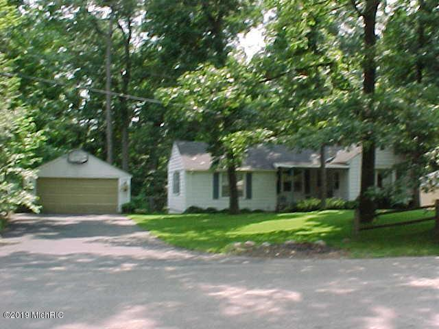 835 Woodland Beach, Battle Creek, MI 49014 (MLS #19000408) :: Matt Mulder Home Selling Team