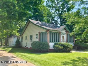 909 E Chicago Road, Sturgis, MI 49091 (MLS #19000560) :: JH Realty Partners