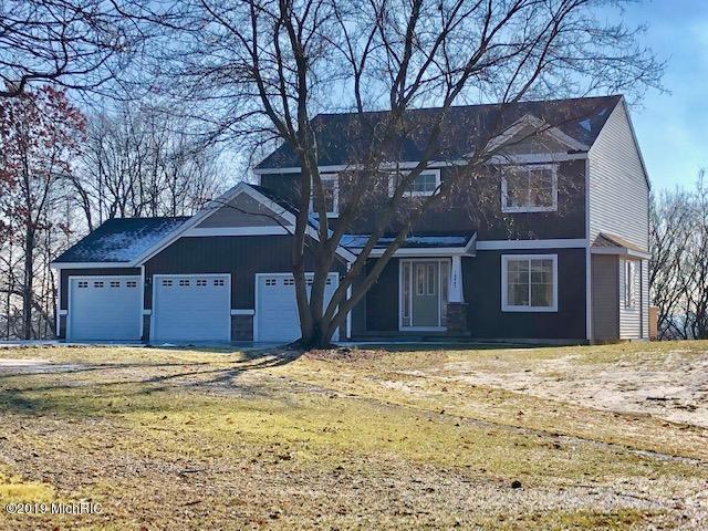 10862 Crowning Acres Court NE, Rockford, MI 49341 (MLS #19001651) :: Matt Mulder Home Selling Team
