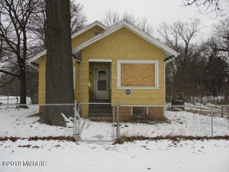 673 Territorial Road, Benton Harbor, MI 49022 (MLS #19001948) :: Deb Stevenson Group - Greenridge Realty