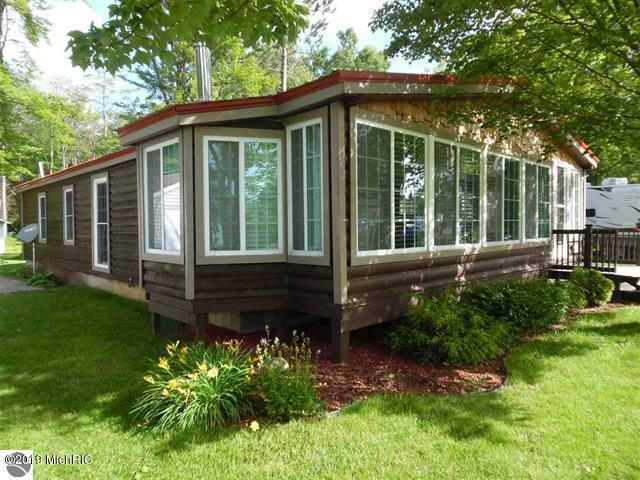 3526 W Lake Mitchell Drive, Cadillac, MI 49601 (MLS #19001983) :: Deb Stevenson Group - Greenridge Realty