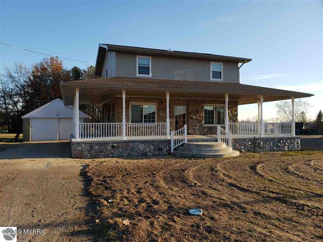 632 E Michigan Street, Farwell, MI 48622 (MLS #19002124) :: Deb Stevenson Group - Greenridge Realty