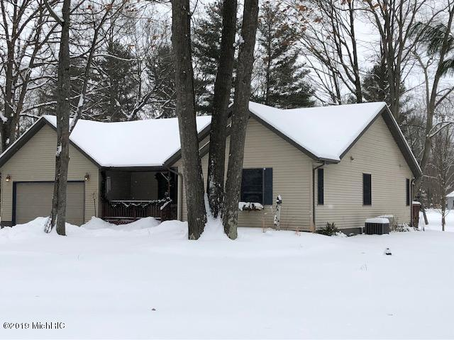 9717 Sunset Drive, Canadian Lakes, MI 49346 (MLS #19005665) :: JH Realty Partners