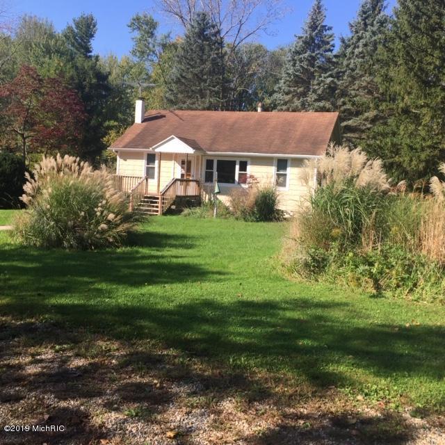 8832 W Warren Woods Road, Lakeside, MI 49128 (MLS #19010114) :: Deb Stevenson Group - Greenridge Realty