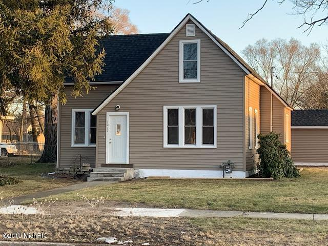 1015 E Forest Avenue, Muskegon, MI 49442 (MLS #19010403) :: Deb Stevenson Group - Greenridge Realty