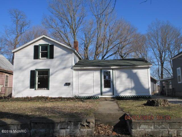 135 Bond Street, Allegan, MI 49010 (MLS #19012181) :: Deb Stevenson Group - Greenridge Realty