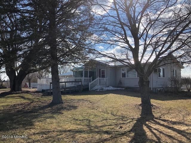 7291 S Deer Lake Road, Reed City, MI 49677 (MLS #19012869) :: Matt Mulder Home Selling Team