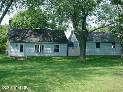 205 W Lincoln Street, Grant, MI 49327 (MLS #19013125) :: Matt Mulder Home Selling Team