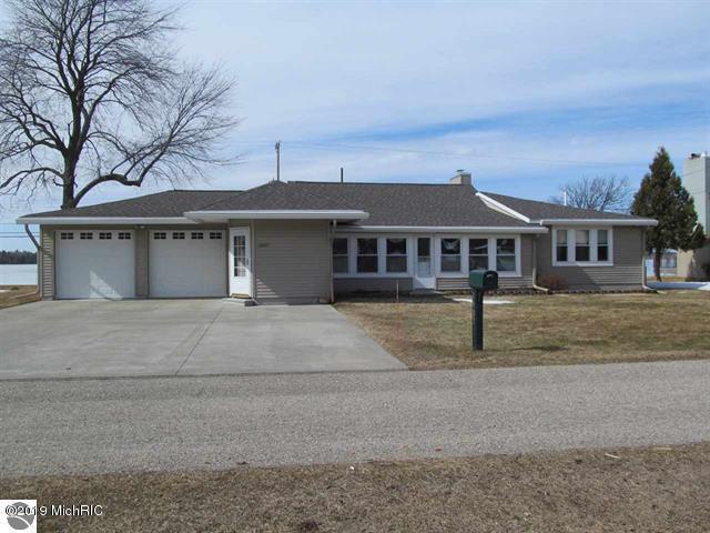 1907 Sunnyside Drive, Cadillac, MI 49601 (MLS #19013169) :: Matt Mulder Home Selling Team