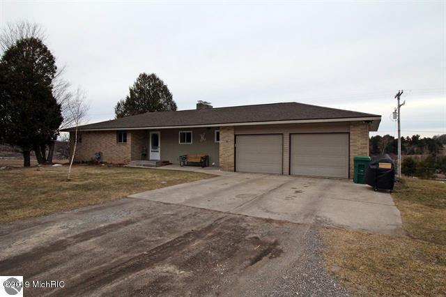 18904 18 Mile Road, Leroy, MI 49655 (MLS #19013173) :: Matt Mulder Home Selling Team