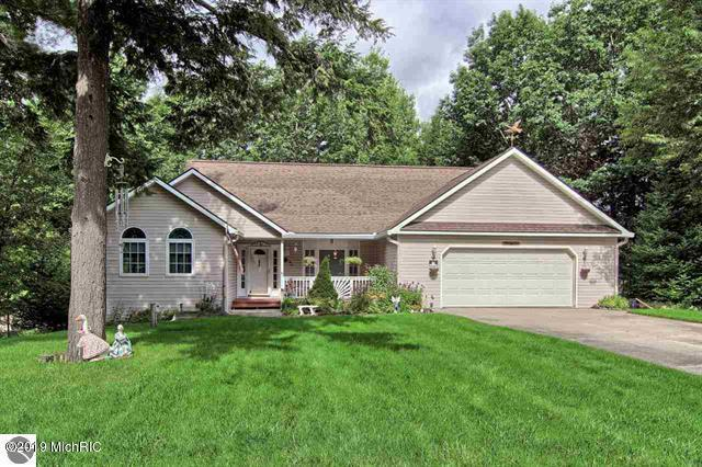 9355 Point Lookout Drive, Cadillac, MI 49601 (MLS #19014594) :: CENTURY 21 C. Howard