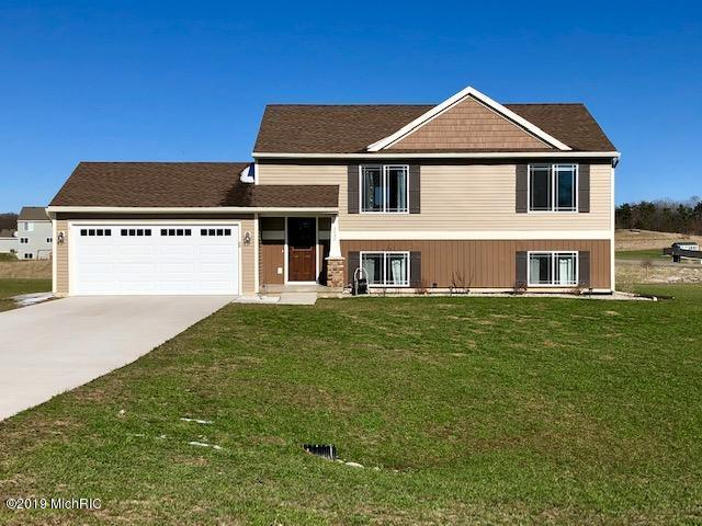 2838 Fawn Cove Avenue, Middleville, MI 49333 (MLS #19014862) :: CENTURY 21 C. Howard