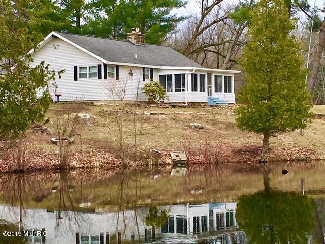 658 W Fruitvale Road, Montague, MI 49437 (MLS #19015348) :: Matt Mulder Home Selling Team