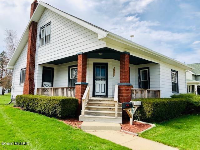 1423 4th Ave Avenue, Lake Odessa, MI 48849 (MLS #19016072) :: Matt Mulder Home Selling Team