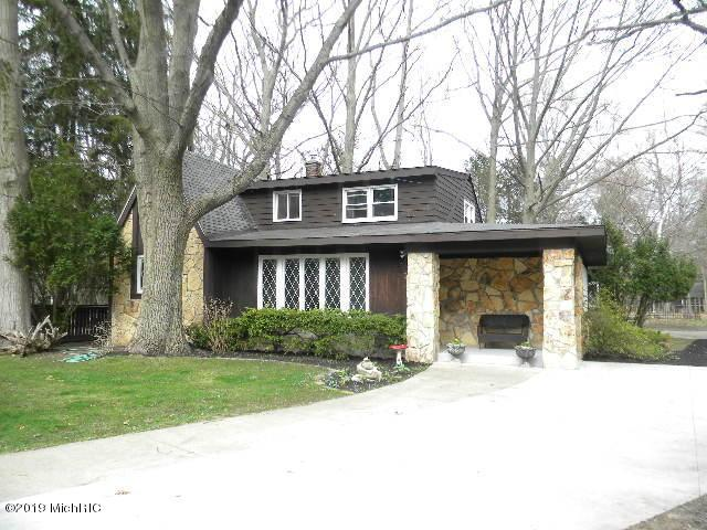 5182 Lake Harbor Road, Norton Shores, MI 49441 (MLS #19016075) :: Matt Mulder Home Selling Team