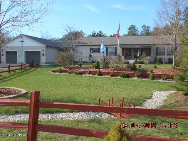 977 N Pine Ridge Drive, Ludington, MI 49431 (MLS #19019275) :: Matt Mulder Home Selling Team