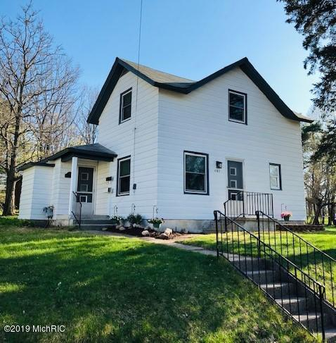 407 W Pine Street, Big Rapids, MI 49307 (MLS #19019591) :: Matt Mulder Home Selling Team