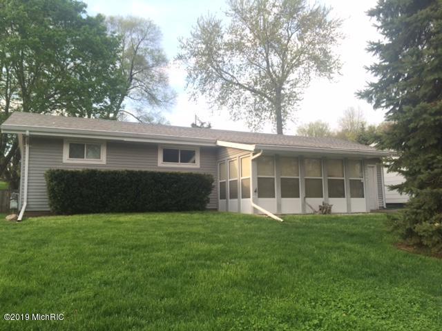 377 Hill Street, Coloma, MI 49038 (MLS #19020299) :: Matt Mulder Home Selling Team