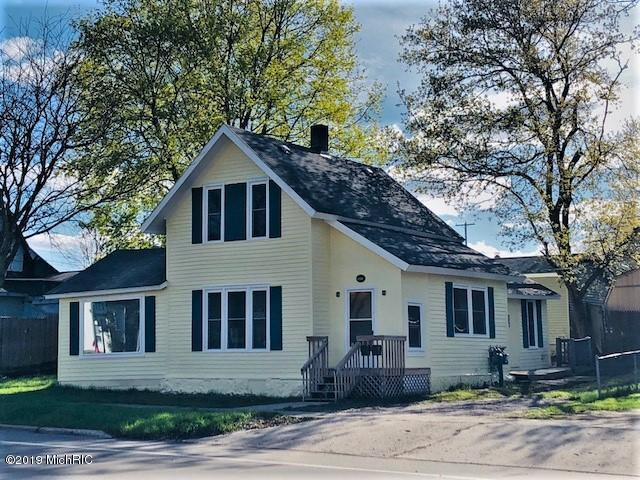 617 S Chestnut Street, Reed City, MI 49677 (MLS #19020345) :: Deb Stevenson Group - Greenridge Realty