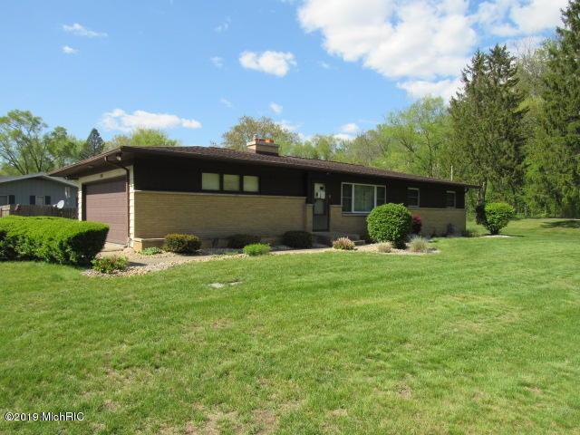 150 Lynn Drive, Battle Creek, MI 49037 (MLS #19020756) :: Matt Mulder Home Selling Team