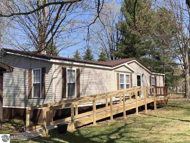 3085 N 3 1/4 Road, Mesick, MI 49668 (MLS #19021315) :: Matt Mulder Home Selling Team