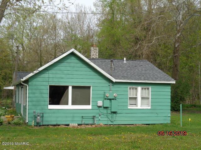 5568 Paw Paw Lake Road, Coloma, MI 49038 (MLS #19021330) :: Matt Mulder Home Selling Team