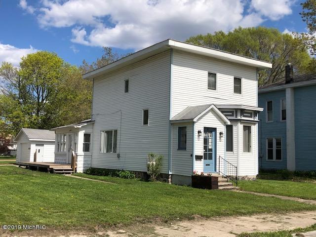 126 N 3rd Avenue, Big Rapids, MI 49307 (MLS #19022235) :: Matt Mulder Home Selling Team