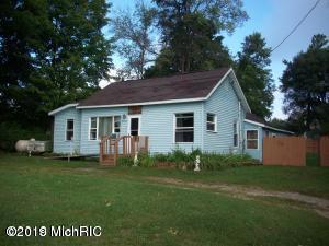 8200 E Joiner Street, Chase, MI 49623 (MLS #19023709) :: Deb Stevenson Group - Greenridge Realty