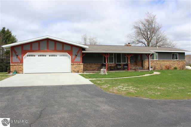 361 S 37 Road, Cadillac, MI 49601 (MLS #19024592) :: Deb Stevenson Group - Greenridge Realty