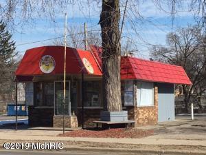 250 N State Street, Big Rapids, MI 49307 (MLS #19025569) :: Deb Stevenson Group - Greenridge Realty