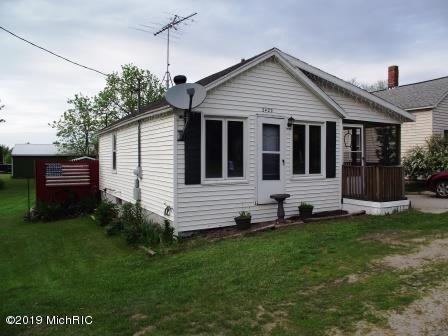 2422 E Michigan Street, Free Soil, MI 49411 (MLS #19025666) :: Deb Stevenson Group - Greenridge Realty