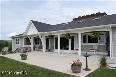 4209 S Lakeshore Drive, Ludington, MI 49431 (MLS #19029980) :: Deb Stevenson Group - Greenridge Realty