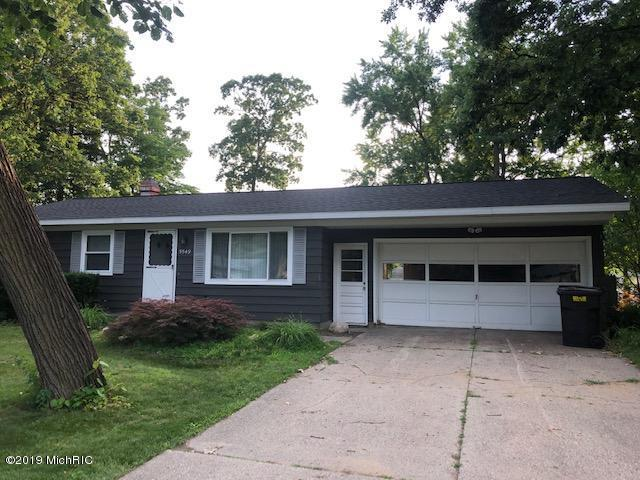 5549 Pinebrook Avenue SE, Kentwood, MI 49548 (MLS #19031893) :: JH Realty Partners